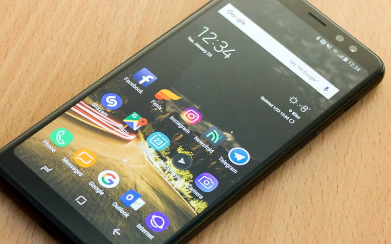 какой телефон Samsung лучше Samsung Galaxy A8 (2018)