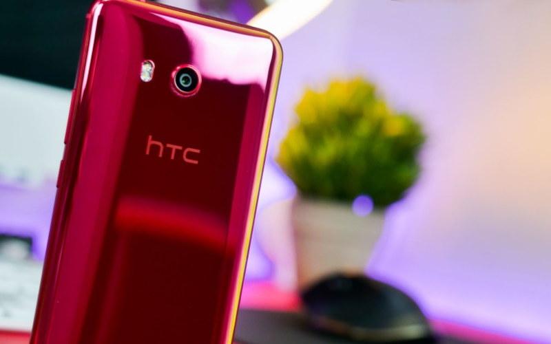 красные смартфоны HTC U11 red