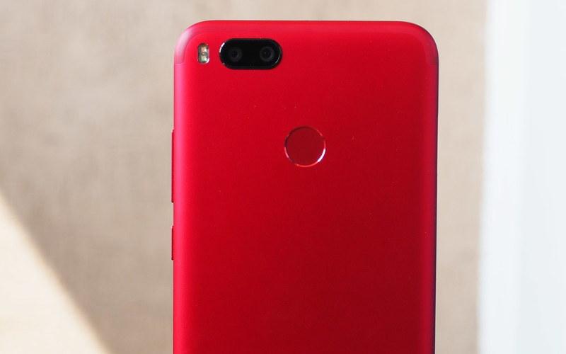 красные смартфоны Xiaomi Mi A1