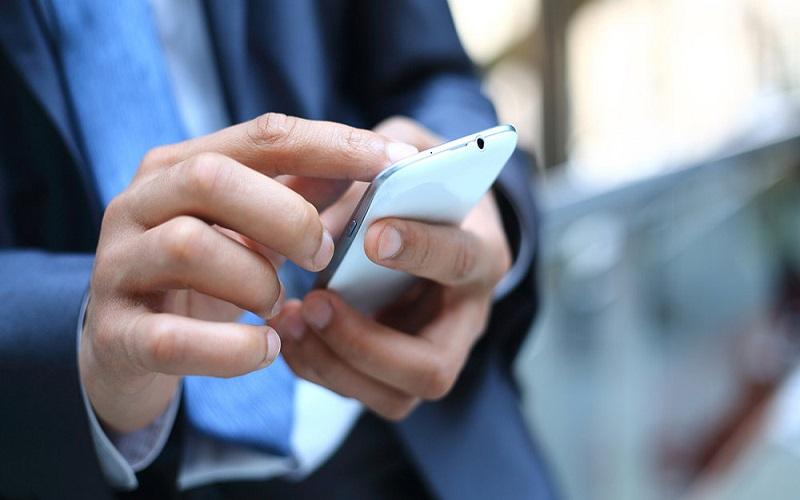 smartphone-hand4(depo)1000_d_850