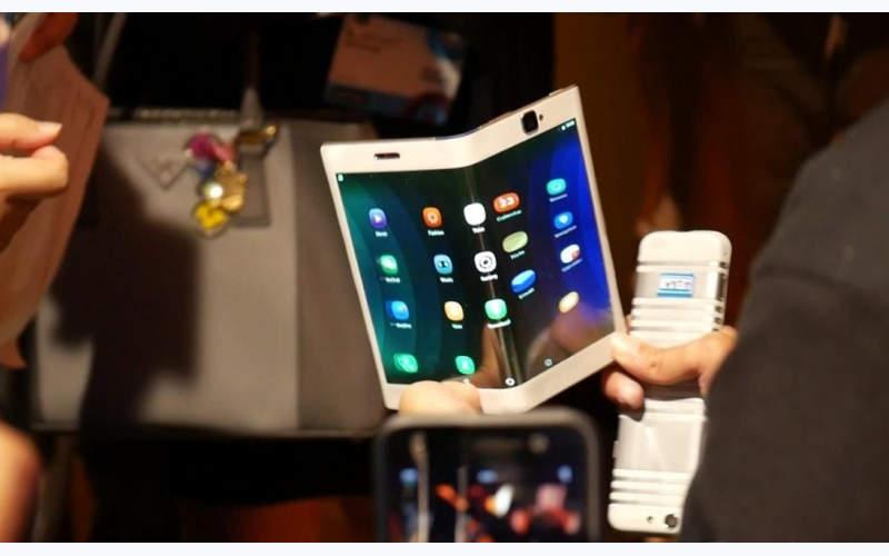гибкий смартфон LG