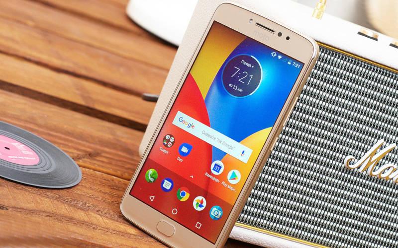 недорогой, но хороший смартфон Motorola Moto E4 Plus