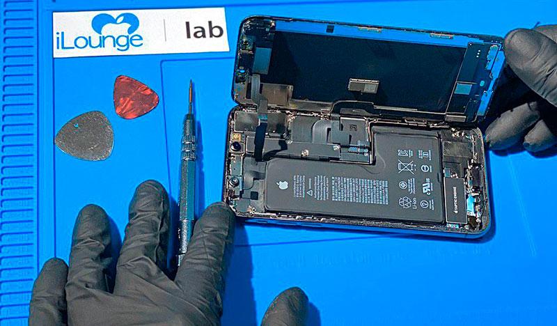 zamena-akkumulyatora-iphone-xs-1